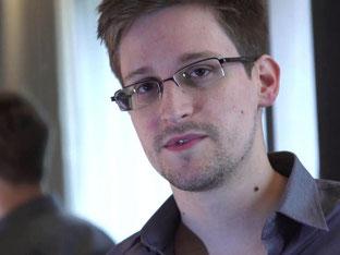 Edward Snowden wird ausgezeichnet. Foto: Guardian/Glenn Greenwald/Laura Poitras