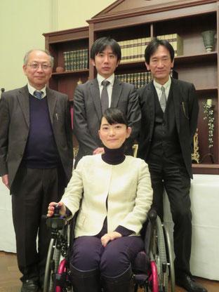 織田友理子さんと洋一さん(後列中央)。右が筆者。名古屋ガーデンパレスにて(2019年2月8日)。