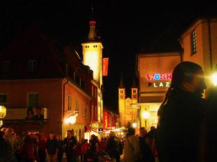 vielen Menschen drängten sich in den engen Gassen der Altstadt