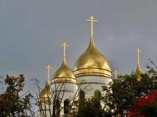 die goldenen Kuppeltürme signalisieren eine Umkehr