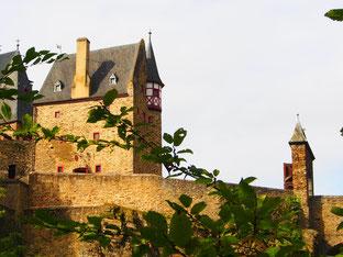 einzigartig die Lage der Burg bei Gappenach