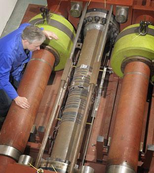 Hochdruck-Rohr-Prüfstand. Courtesy of TWI Ltd.