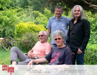 vorne v.l.: Rolf Jacob (Schlagzeug), Michael Gass (Saxophon, Gitarre)  -  hinten v.l.: Joachim Dusemond (Piano), Michael Jurkat (Bass)