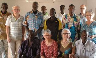 Photo de famille de la Fraternité lors du voyage à Réo en février 2017.