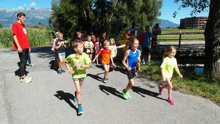 Die Triathlon Novizen starten zum Laufen