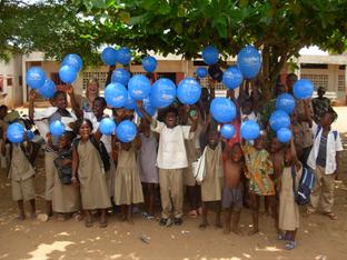 Freude über die Jubiläumsluftballons aus Bielefeld