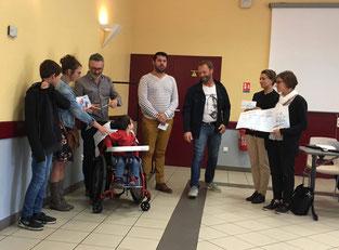 Remise de chèque à Lucien et sa famille par la Compagnie REV'Arts