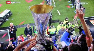 19. Mai 2016 -  Da sitzt sogar der Fussballbanause vor dem Bildschirm - Europa-League-Final: Liverpool und Sevilla 1 zu 3