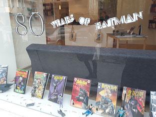 Auch im Schaufenster feierten wir 80 Jahre Batman.