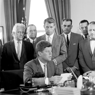 © Photograph by Cecil Stoughton · White House Photographs · John F. Kennedy Presidential Library and Museum, Boston