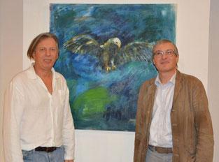 """Gazmend Freitag mit Galerist Hubert Thurnhofer vor dem Werk Adler, Galerie """"Der Kunstraum in den Ringstrassen Galerien"""" Wien, 2017. Photo: © Keti Berisha"""