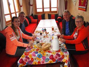 Ontbijt met Tom en Evelien bij Dar Aymane