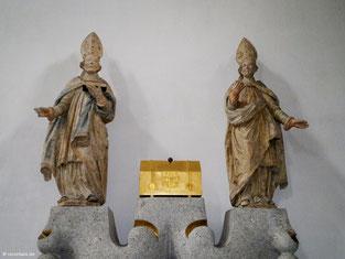 Heiligenreliquienschrein zwischen Hl. Burkard und Hl. Bonifatius, Neumünster, Würzburg