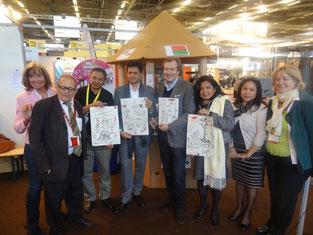 La remise du Trophée en terre cuite avec les équatoriens