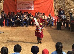 村の皆さんから歓迎の踊りも披露された