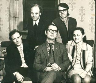 Іван Низовий з Йосипом Курлатом і сіверськодонецькими літераторами. 1975