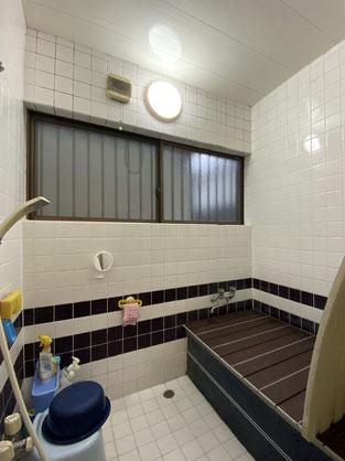 既設浴室解体前(タイル張り浴室)