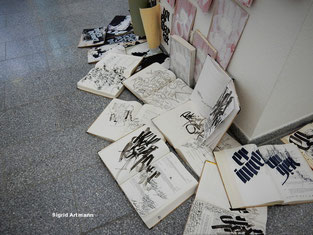 Kalligrafie auf Blättern, in Büchern, einfach überall