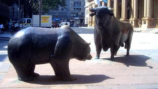 Bull & Bear (symbolisches Zeichen für den Kapitalmarkt)