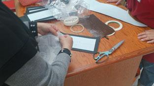 マリメッコのプリント地で裏地を縫っていらっしゃいます。