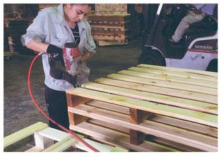 木製パレット(足の支えの部分)の組み立て