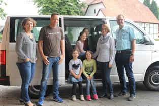 """Im Carsharing -Projekt """"Dorf macht Klima mobil"""" ermöglichen die zwei Mehrsitzer auch gemeinsame Freizeitfahrten für Familien"""