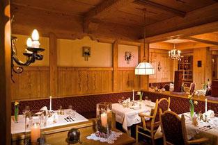 Restaurantbereich im Hotel Almhof