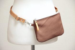 kleine Tasche aus vegetabil (pflanzlich, chromfrei) gegerbtem Leder, in Deutschland handgefertigt