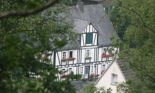 Aussicht aufs Heimathaus in Achenbach von neuer Aussichtsplattform