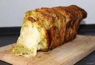 Pull-Apart-Bread mit Pesto und Mozzarella