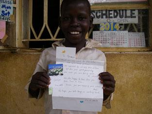 厳禁の指導を聞かず川浴し寄生虫に感染!入院を含む数か月の治療からヨ~ヤク回復したOpwonya. ずっと前に届き彼の手に渡る時を待っていた支援者からのお手紙を手に久々の笑顔です!!