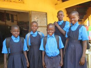 2学期から支援を始めた5人が制服を新調、試着したばかりのハズがもう既にボタン無し、破れ等多々・・給食のセイ?で太り,巾広げが必要な子も!!