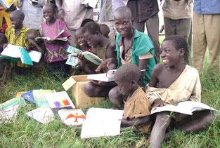 南スーダン国境真近い村の学校に図書寄贈