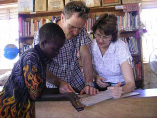 2015年2月 オーストラリア医師Wright夫妻が寺子屋生徒Wokorac Dickの勉強を応援。