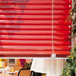 seitlich abgespannte Außenjalousien ermöglichen einen dosierten Lichteinfall in Ihrem Zimmer