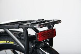 Für Gadget-Fans: das Rücklicht ist in den Gepäckträger integriert