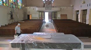 Foto vom 12.September 2013: Die Arbeiten in der Kirche sind fast abgeschlossen, die Putzaktion konnte beginnen.