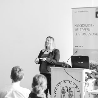 Körpersprache Rhetorik Seminar Business Training Coaching Erfolg Mimik Gestik Sprechen Vortrag Verhandlung Rede Stil Professionell