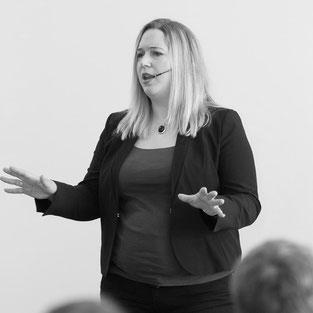 Business Englisch Diskutieren Training Körpersprache Sprache Sprechen Schulung Coaching Lernen Debatte Debattieren