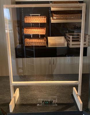 Aufsteller mit Acrylscheibe und Durchreiche auf Holzrahmen