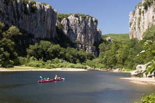 Les gorgres du Chassezac une plongée en pleine nature à découvrir lors de votre descente en canoë kayak.