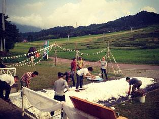 スケートボード スケートウェディング スケーター スケートボードウェディング Skate Wedding Skateboard Wedding SKATE  Sk8 スケボー ランページ ランプ ミニランプ スケートランプ Ramp コンセプトウェディング ミラーボール 大自然 ナチュラル ナチュラルウェディング 手作りウェディング 創作 フラッグ スローウェディング 緑 太陽 青空 フェス フェスティバル fes オリジナルウェディング 位山 スケボー結婚式 雪のバージンロード 雪上ウェディング 雪上