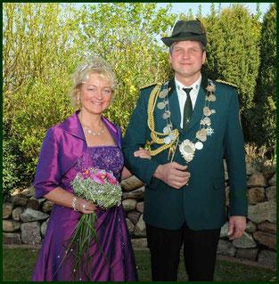 Der Sonntag gehört ihnen: König Franz-Josef mit seiner Königin Marie-Theres