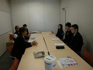 局長の平岩さんから会社概要の説明を受けました。