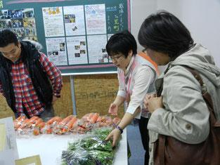 キャンパス祭では多くの方が新鮮な野菜を購入してくださいました。
