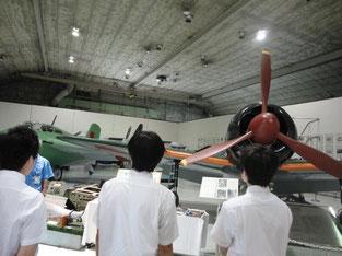 飛行機の展示を見せていただく。