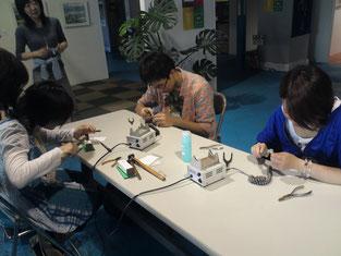 彫金体験。初めての道具・作業に夢中!