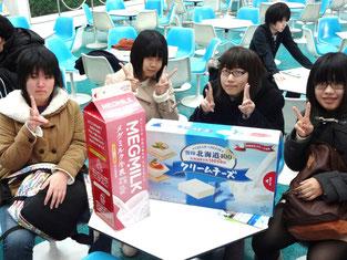雪印メグミルク様の商品模型と一緒に撮影!