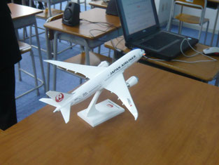 持参された飛行機の模型