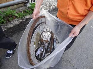 今回も謎の車輪を拾いました